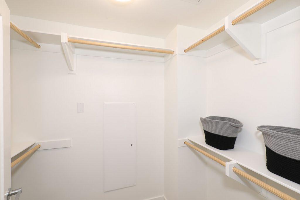 Plan A2: Walk-in-closet